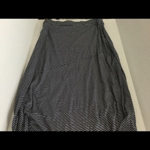 SONOMA LIFE & STYLE black/white striped maxi skirt